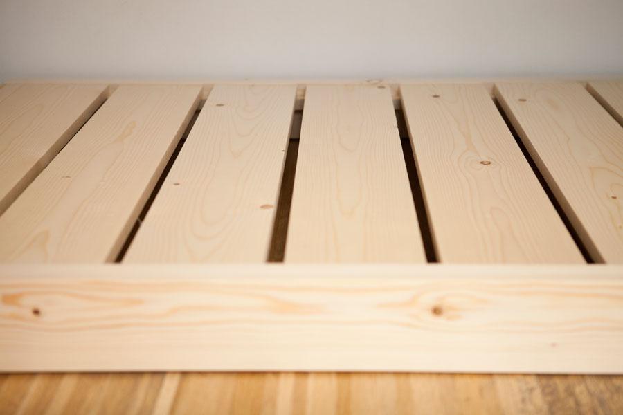 Lettino futon madori architettura naturale for Lettini in legno per bambini